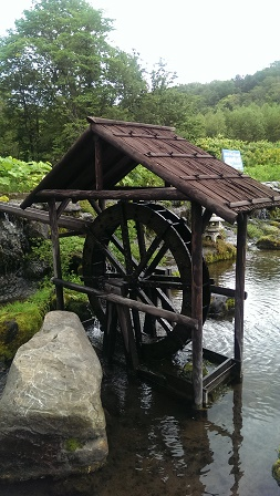 羊蹄の湧き水(水車)