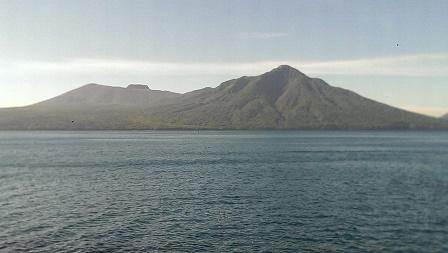支笏湖から樽前山と風不死岳